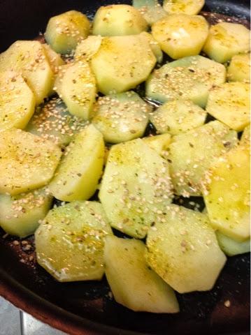 Batatas assadas com gergelim no Blog Dividindo Experiencias