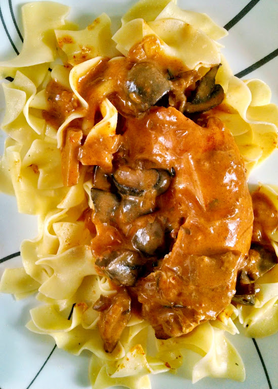 A Kitchen Hoor's Adventures | Slow Cooked Chicken Braised in White Wine Mushroom Sauce
