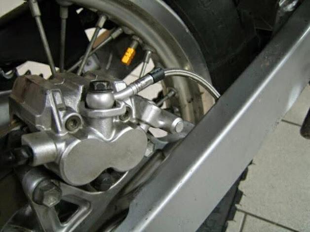 Stahlflexleitungen HINTEN DR 650 SP46 mit Schrumpfschlauch