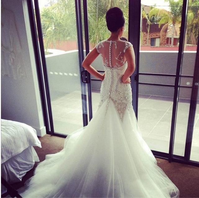 Bling bling the wedding dress around the world by diva for Wedding dress bling detail