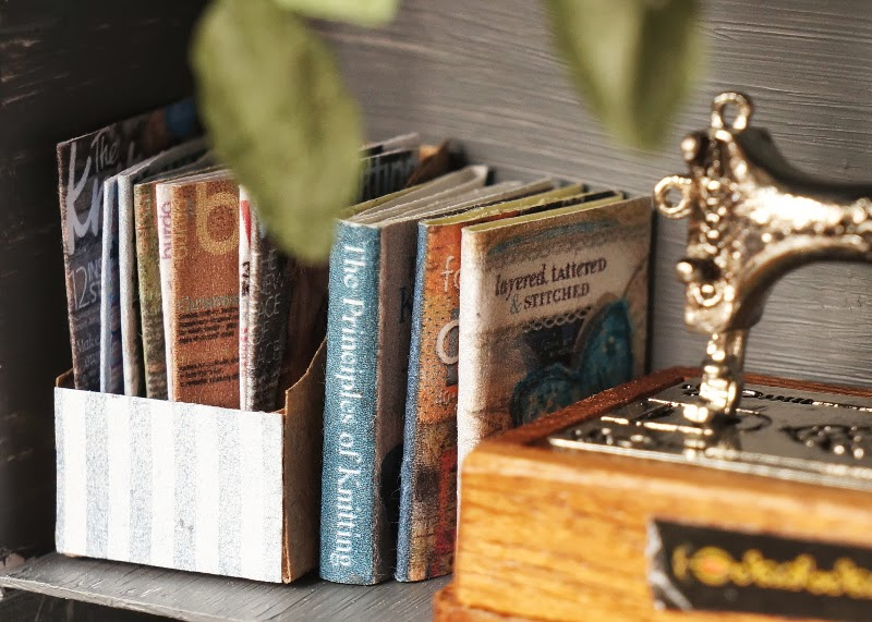 Miniature books and magazines