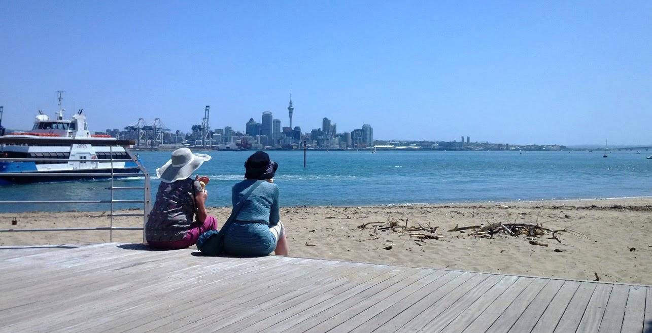 Skyline von Auckland von Devonport aus gesehen