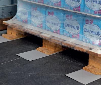 Miếng lót chống trượt hàng trên sàn xe