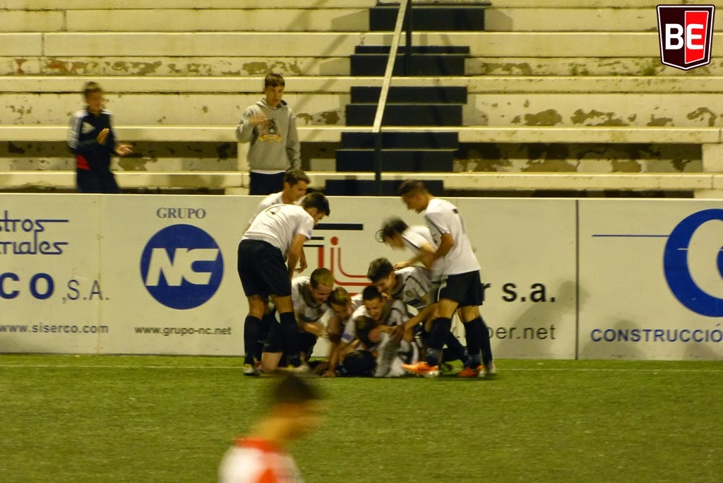 Bogeria amb el gol olímpic d'Arnau que suposava la remuntada a les acaballes. Foto: Toni Tortosa
