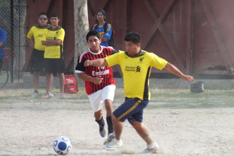Warriors contra Revolución del torneo de segunda fuerza de la Liga Municipal de Futbol Soccer