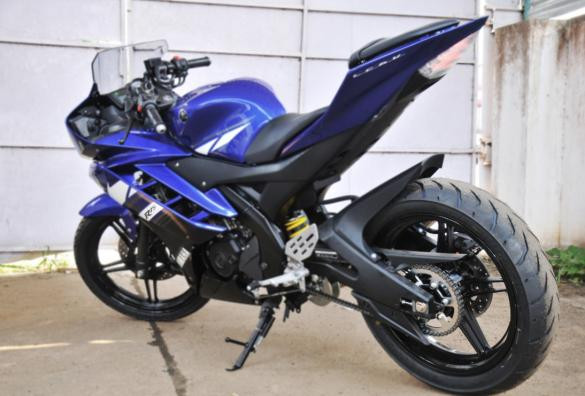 Yamaha R15 Version 2.0 without the Tyre Hugger and Saree Guard
