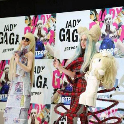 FOTO BONEKA HELLO KITTY LADY GAGA Hello Kitty Sanrio
