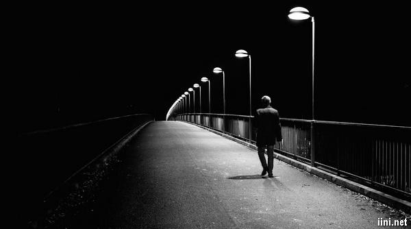 ảnh đi lang thang 1 mình trong đêm khuya