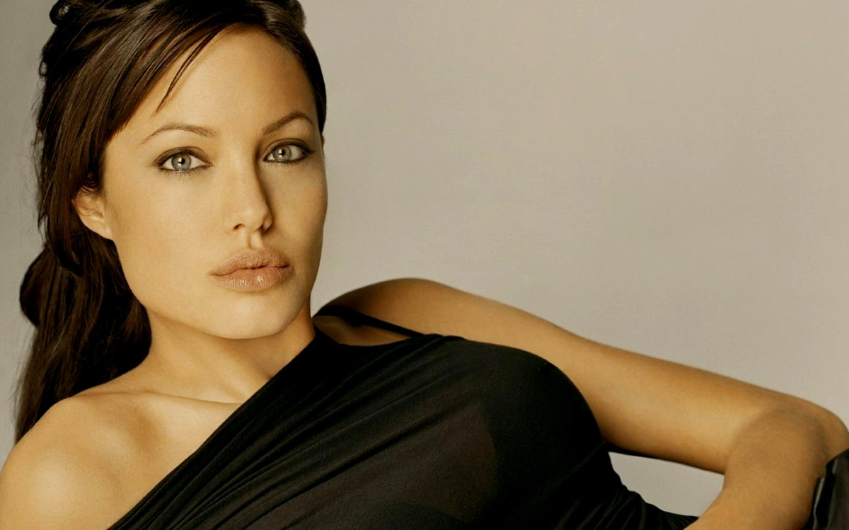 Angelina Jolie Wallpaper 3