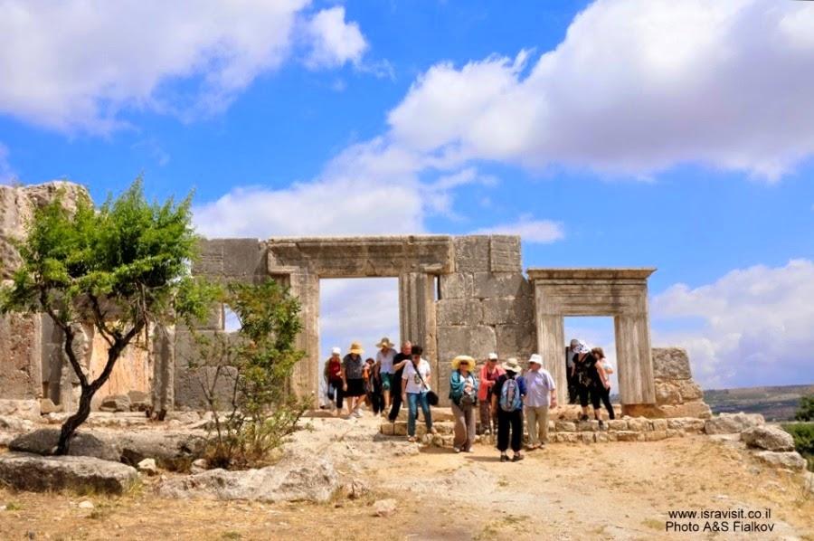Древняя синагога галилейского типа. Поселок Мирон, Цфат. Экскурсия по Верхней Галилее. Гид в Галилее Светлана Фиалкова.