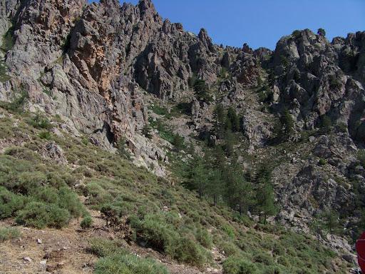 Vue sur l'objectif : le col du plateau d'Alsatu