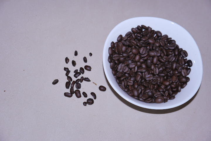 【知名跨國咖啡品牌產品實照】250克的包裝裡,破碎豆很多…