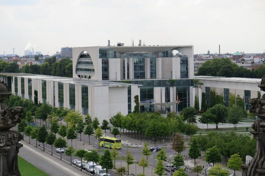 Blick vom Reichstag auf das Bundeskanzleramt