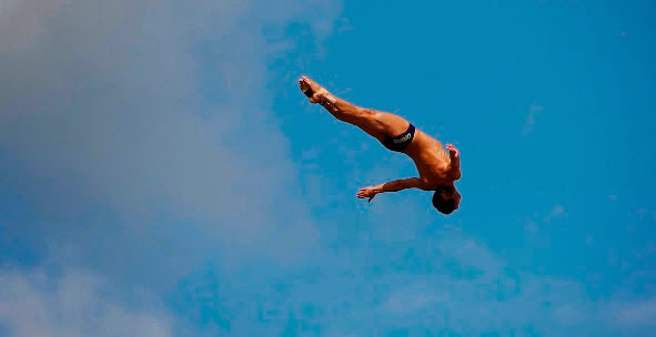 Arena sfida la gravità con Red Bull Cliff Diving World Series