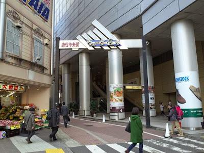渋谷駅南口側のウエーブ通りのゲート