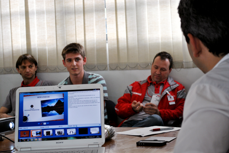 Vendedores da Carboni Fiat recebem treinamento Padrão Fiat de atendimento