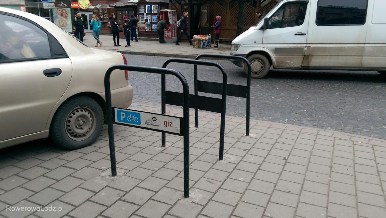 Stojaki z logo Europejskiego Tygodnia Mobilności