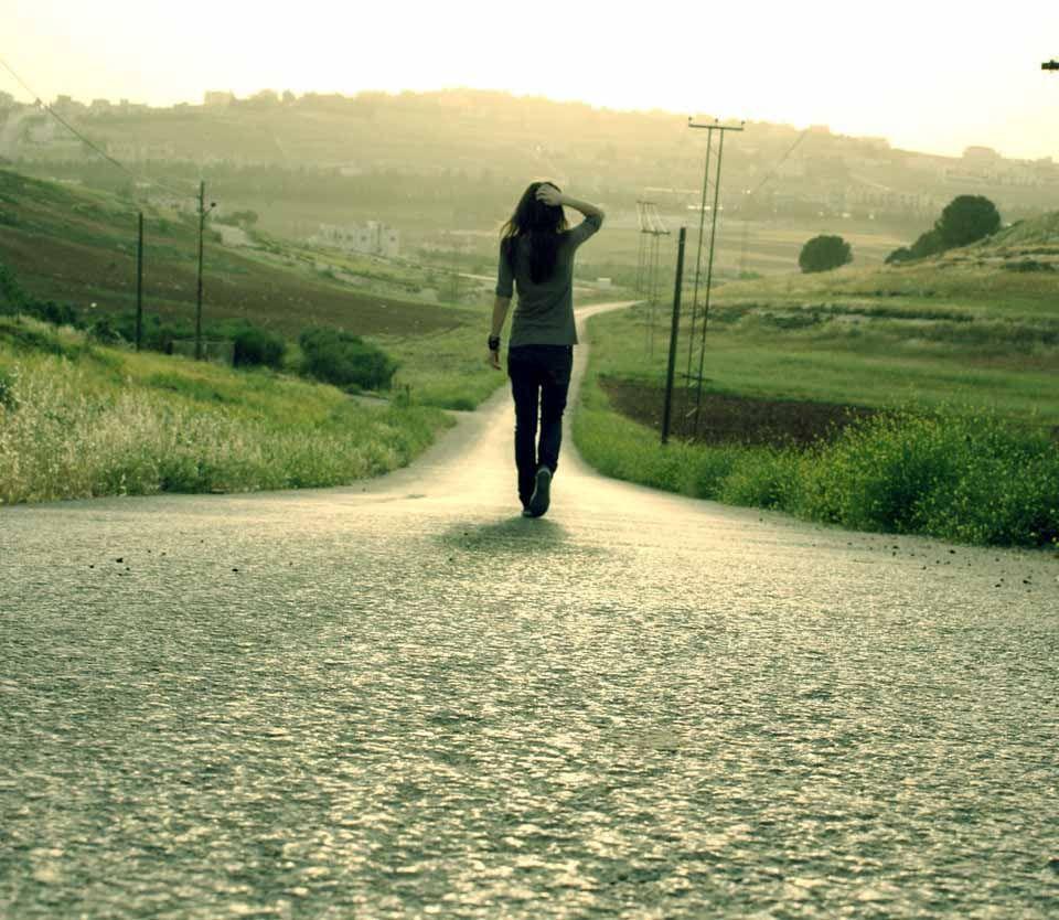 Ảnh cô gái đi lang thang 1 mình