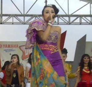 Deviana Safara OM Sonata [image by ktimen.mywapblog.com]