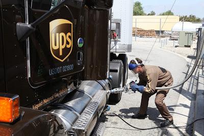 USA. Tankowanie LNG do ciężarówki UPS