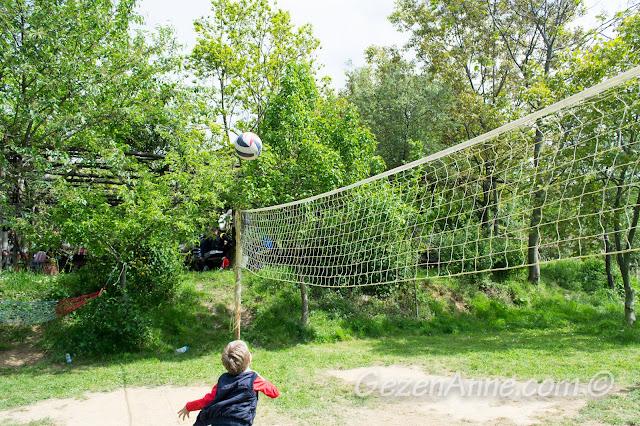 oğlum voleybol oynarken, Stella Polonezköy
