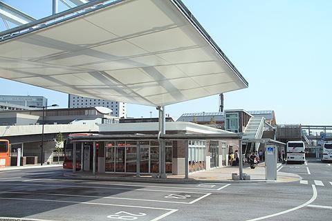 伊予鉄道「マドンナエクスプレス」 岡山駅西口到着