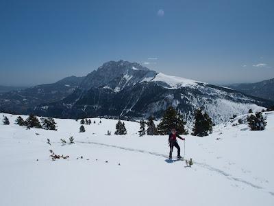 Anem pujant la Serra Pedregosa amb el Pedraforca sempre darrere