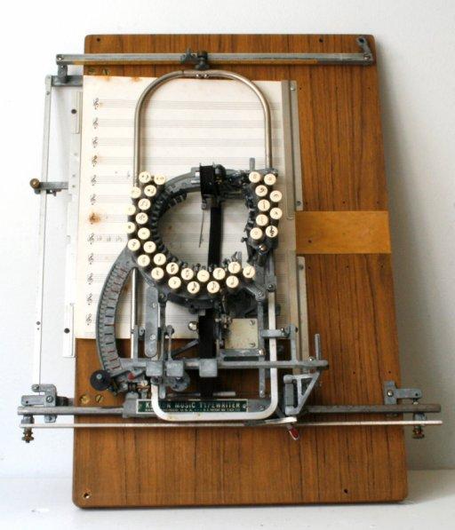 楽譜用タイプライター(RARE Keaton Music Typewriter) + monogocoro