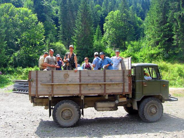Мы в грузовике по пути на хребет Свидовец