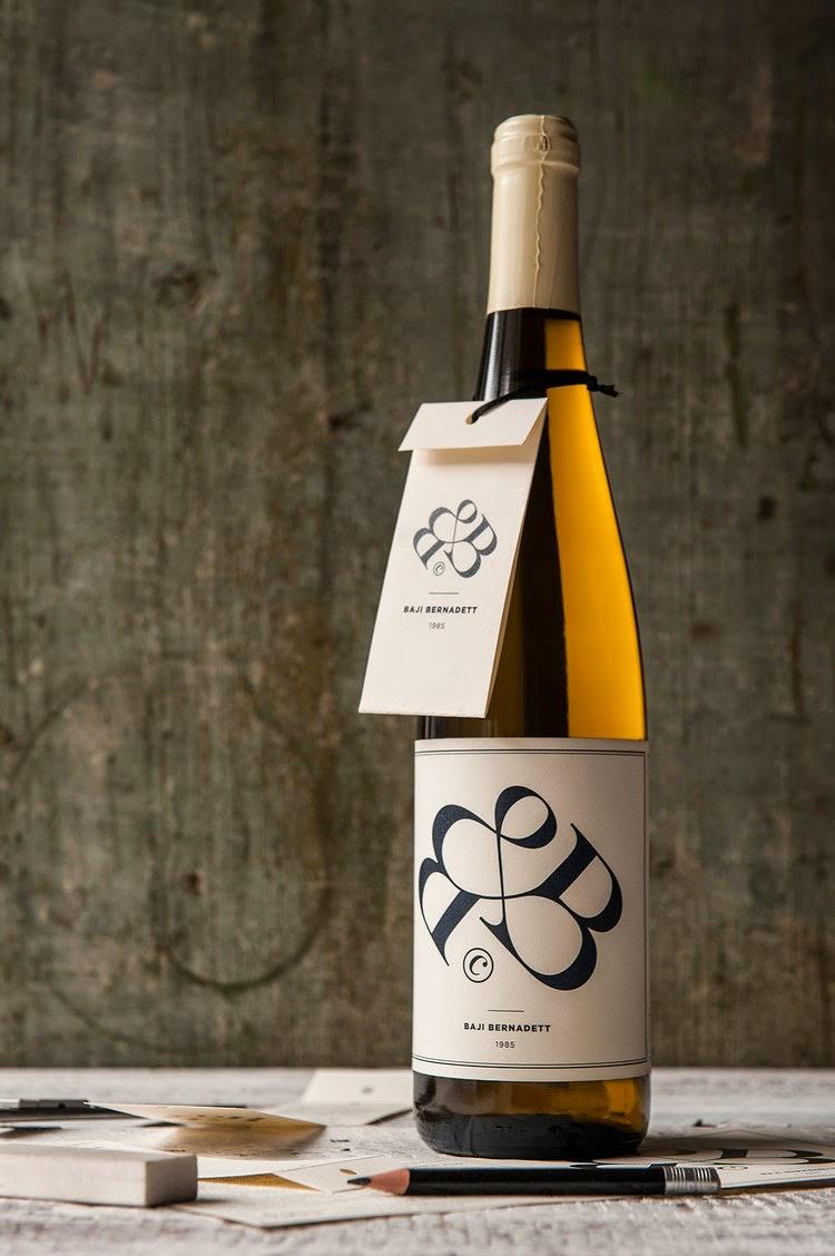 Currículum convertido en etiqueta de vino