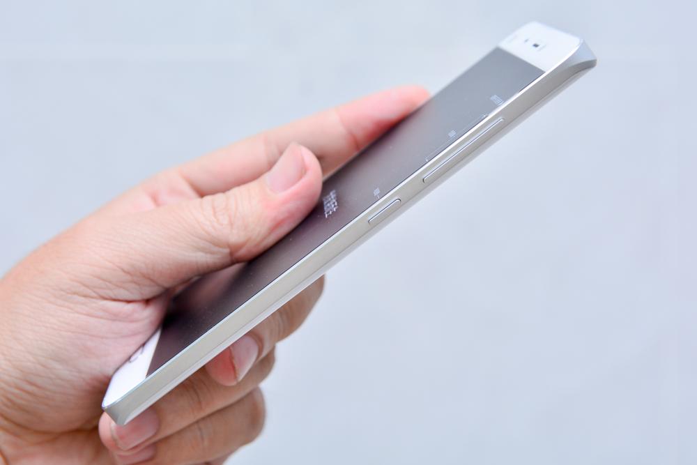 Hình ảnh khui hộp Xiaomi mi5 tại Việt Nam với giá bán trên 10 triệu đồng - 112929