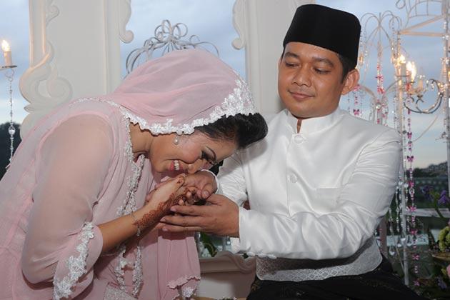 gambar perkahwinan ezlynn dan adam fahmy