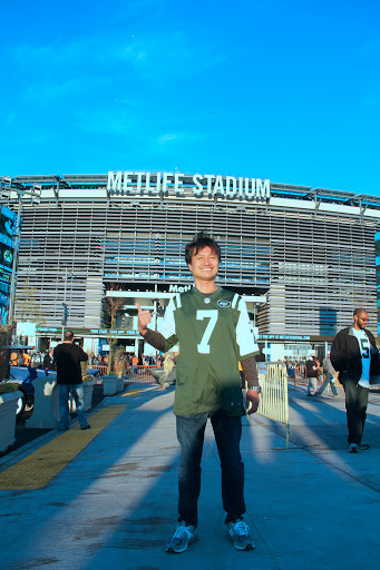 Metlife Stadiumの前で