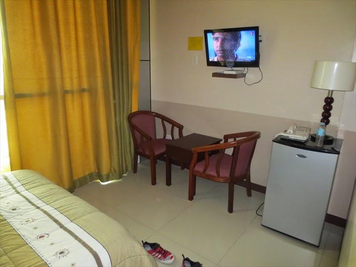 プリンセスマディソンホテル(アンヘレス)テレビとイス