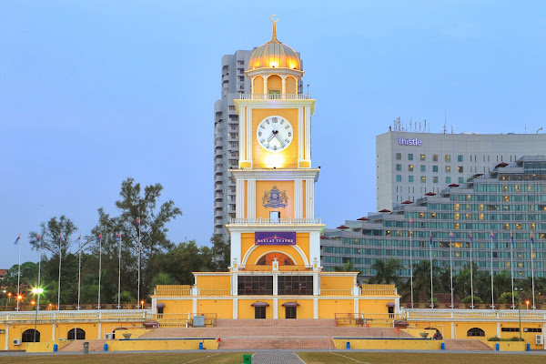 Dataran Bandaraya, Jalan Sungai Chat, Sri Gelam, 80100 Johor Bahru, Johor, Malaysia