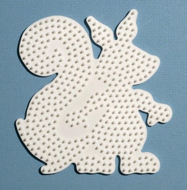 Khuôn hình con Sóc vui vẻ trong bộ xếp hạt nhựa midi Hama - Squirrel Fun màu trắng