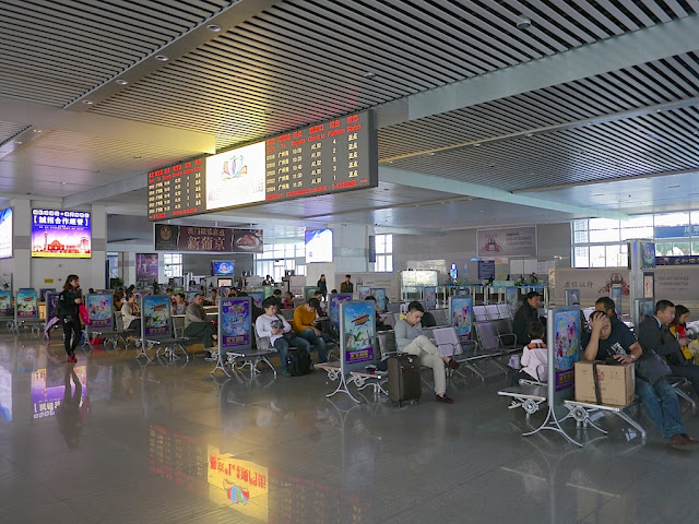 waiting area inside the Zhuhai Railway Station