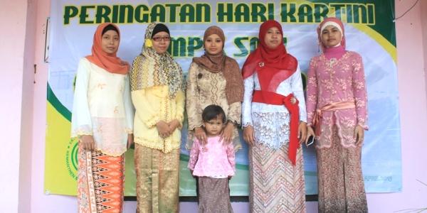 Ibu-ibu Guru Al-Inayah di Hari Kartini