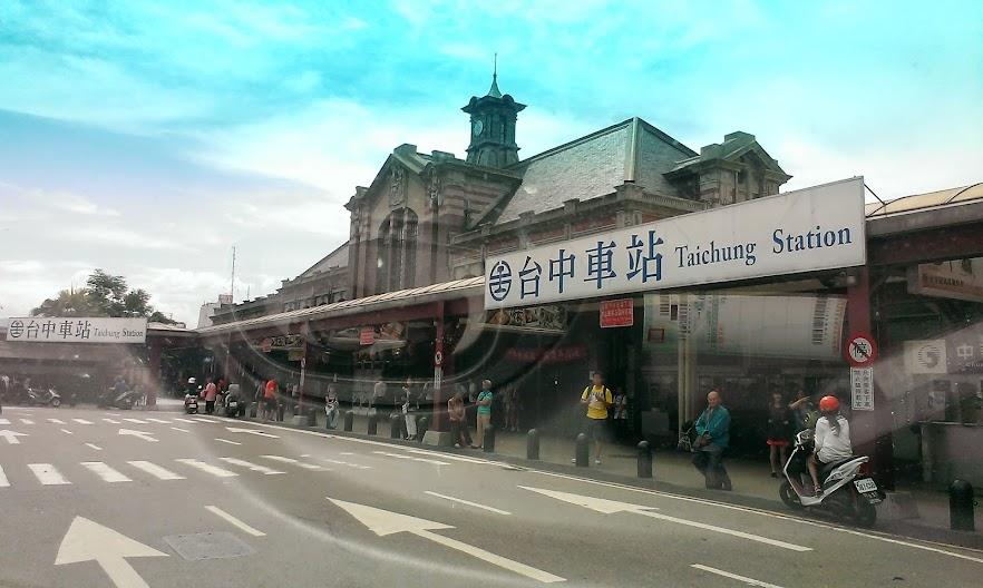 台中車站建築挺有特色的