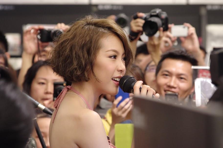 20110730 Olivia Romance 簽唱會@信義誠品四樓音樂館