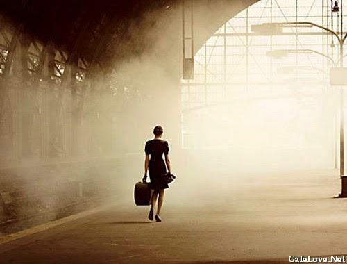 Hình ảnh người phụ nữ muốn rơi xa nơi này để đến 1 nơi không ai hay biết