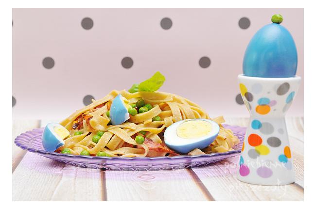Makaron z niebieskimi jajkami