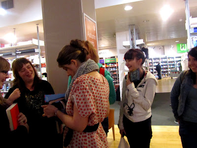 Maureen Johnson surrounded by happy fans