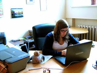 """Наш волонтер из Англии- Роза Маннинг переводит наш сайт на английский язык.  Благотворительный проект """"Мать и дитя"""" www.helfenleben.com"""