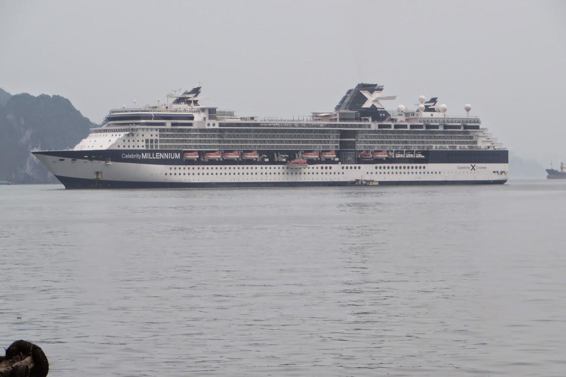 Cruise tour in Ha Long Bay