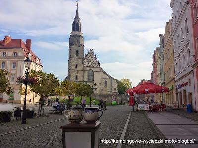 Bolesławiec Kościół NMP i ceramika bolesławiecka