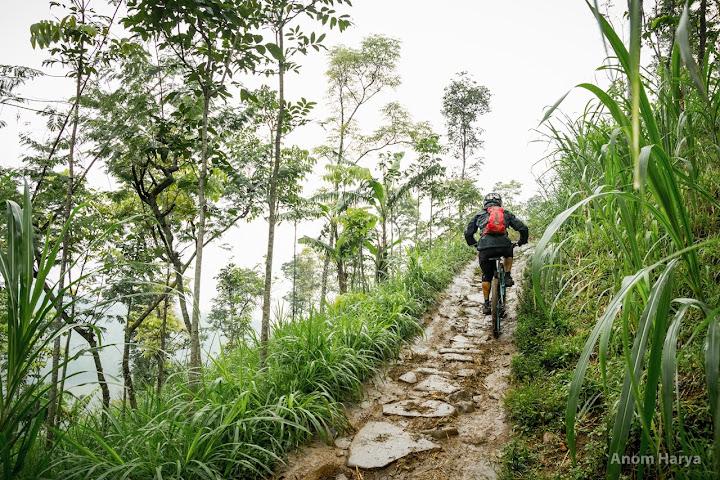 Nanjak tanah dulu di KM 0 - KM 1 Track Gunung Tunggangan