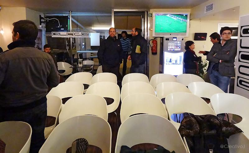 Tapas&Tweets, @RafaelJimenezC, Rafael Jimenez, sillas blancas, twitter, córdoba, SOLOMO, social, local, mobile, glace cocktails, marketing, 2.0, redes sociales, social, media, personal branding