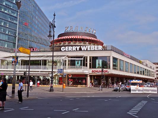 Café Kranzler, Kurfürstendamm 18, 10719 Berlin, Germany