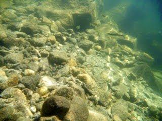 Fondo del lago donde se aprecia la visibilidad